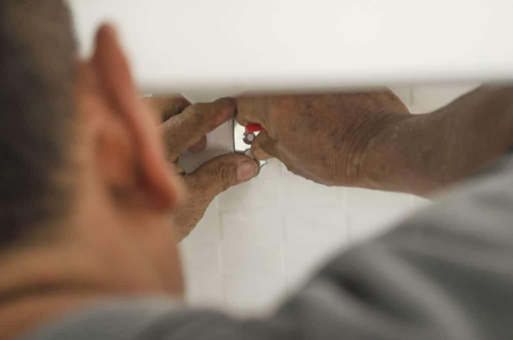 Kitchen Units On Plasterboard, How To Fix Kitchen Units Plasterboard Wall